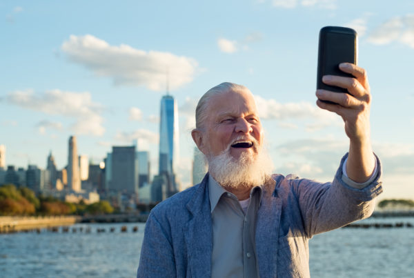 Old healhy man taking selfie